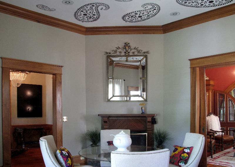 Dining-room-paisley-ceiling